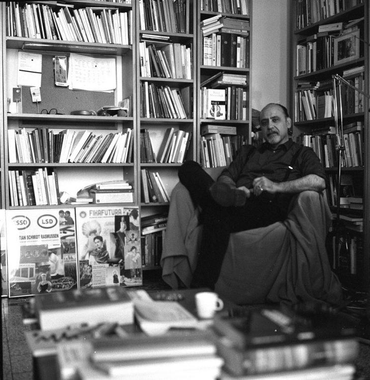 Chi sei: Mario De Santis - Poeta e giornalista radiofonico