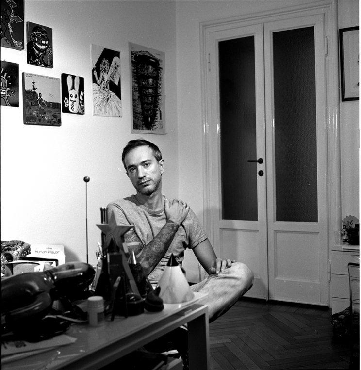 CHI SEI: Sergio Spaccavento - Creativo, pubblicitario, autore televisivo, radiofonico e cinematografico, docente universitario, mitomane.